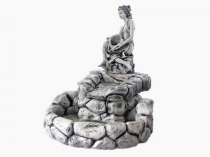 Kamenica, slap i statua sa školjkom